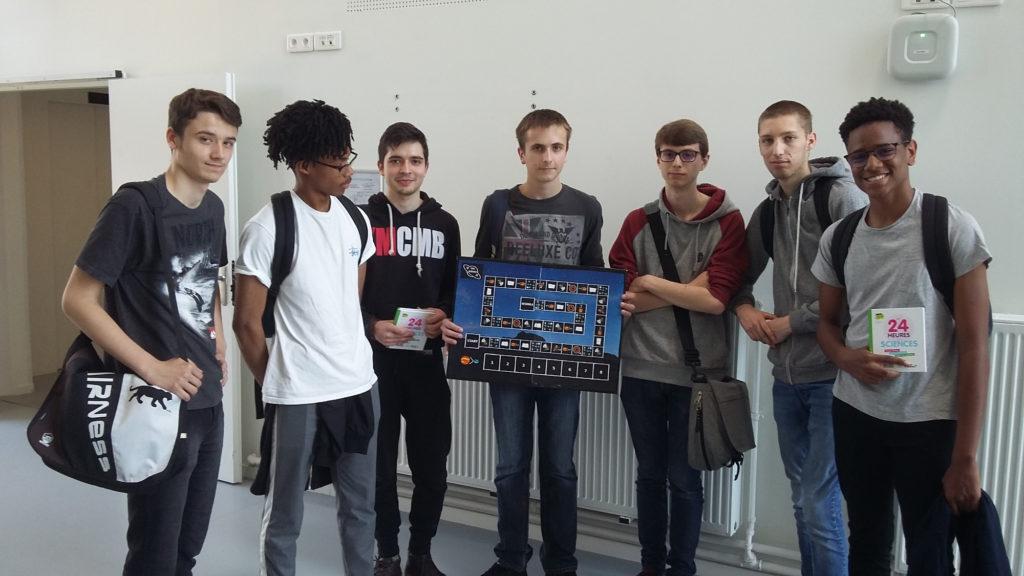 Les élèves juste après leur présentation devant le jury du concours