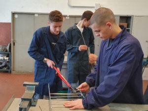 Fabrication des supports d'étiquette en atelier
